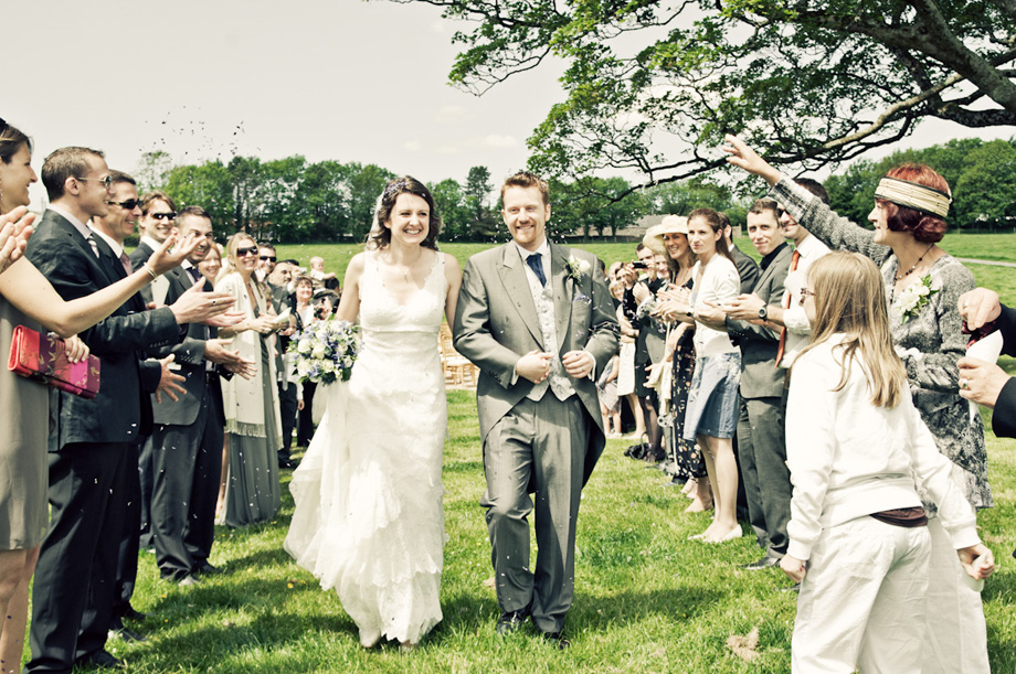 hertfordshire bride and groom confetti